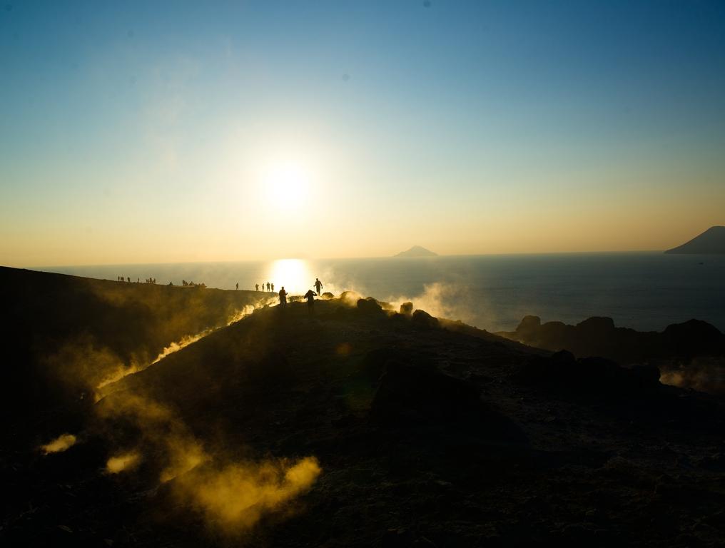 1_Vulcano_Sunset