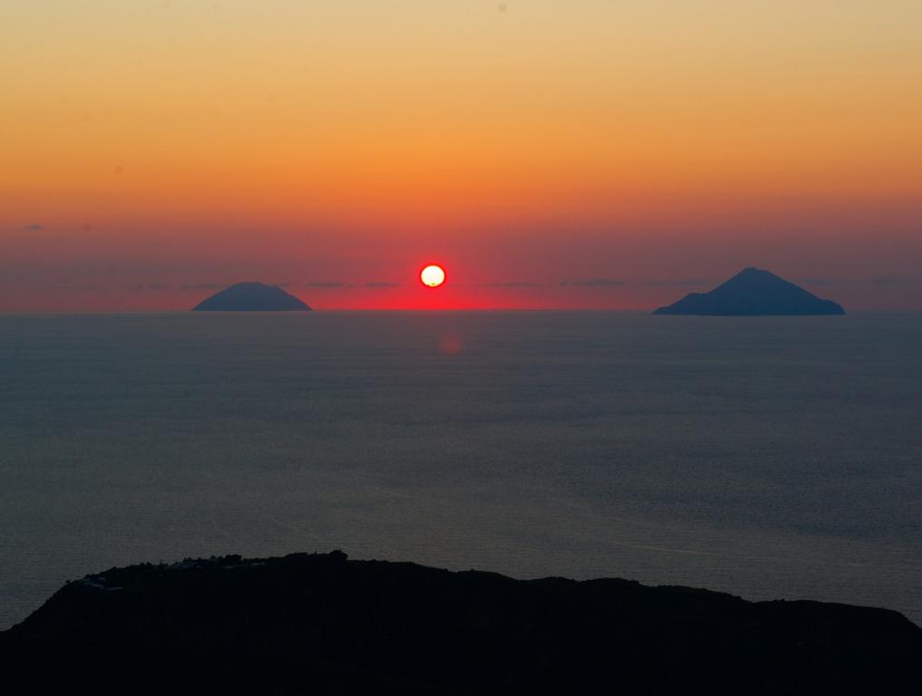 1_Vulcano_Sunset_2