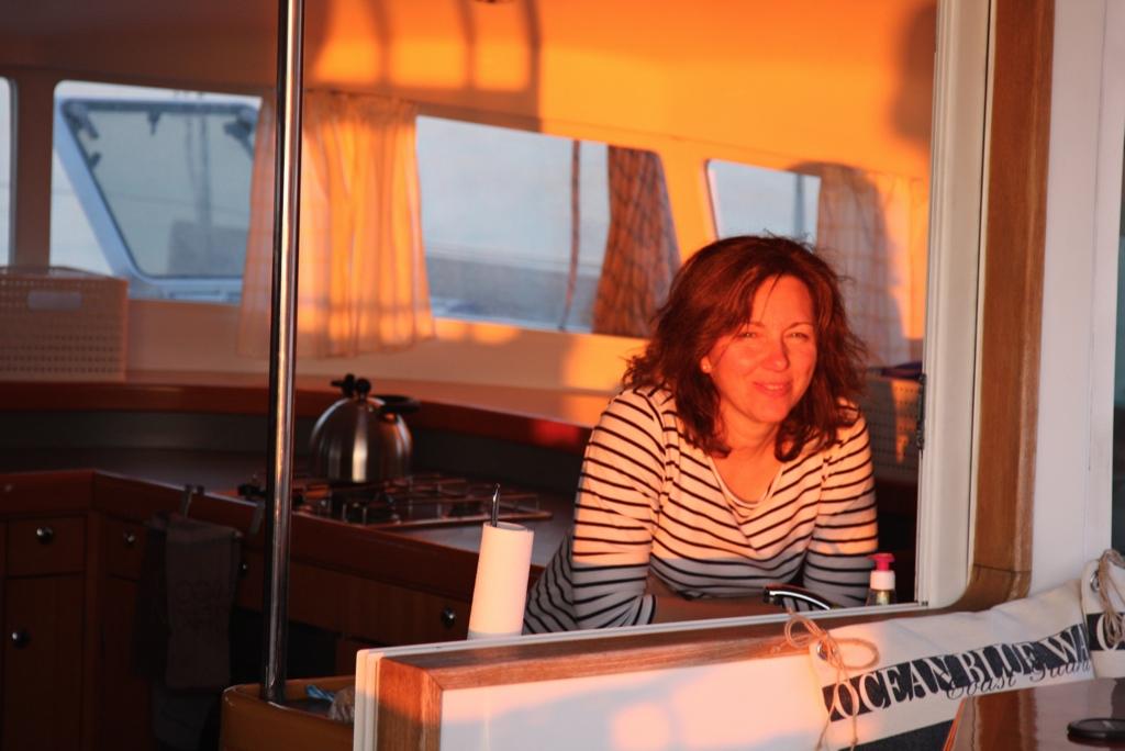 Anna bein Sonnenuntergang in Vulcano