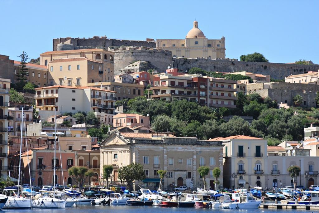 Der kleiner Hafen von Milazzo