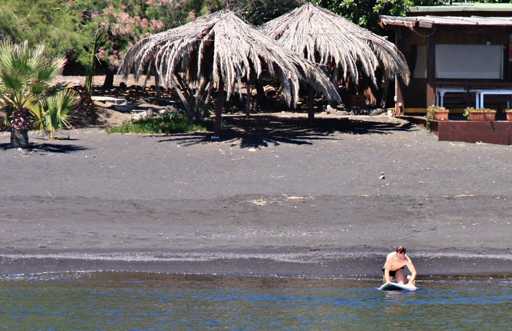 Schwarzer Sandstrand auf Lipari