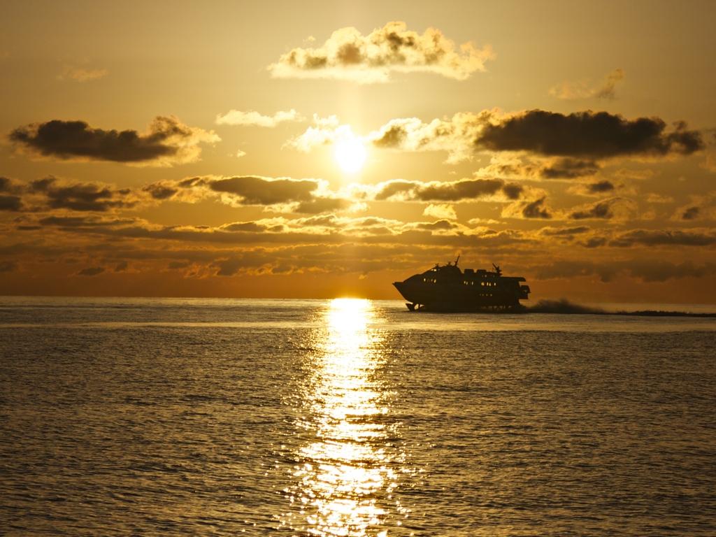 Tragflächenboot Sonnenuntergang